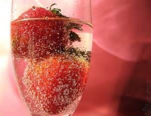 Strawberries and Champagne 8oz
